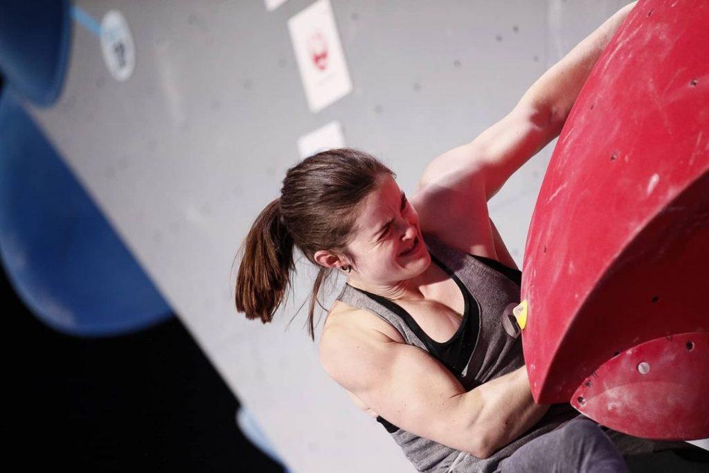 Chloe Caulier escaladora