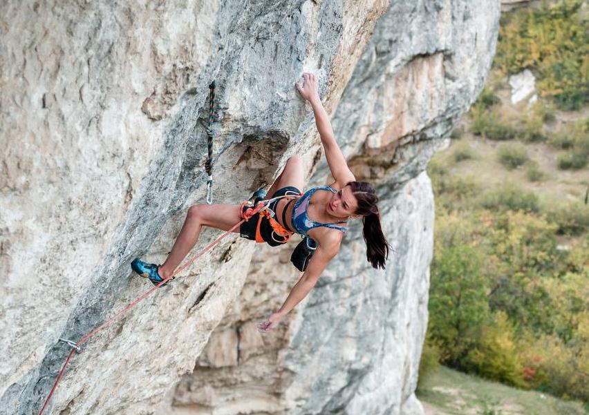 Dinara Fakhritdinova escalando 'Max Factor' 9a