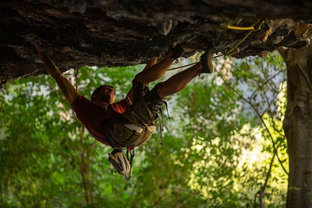 Jonatan Flor escalando en Rodellar