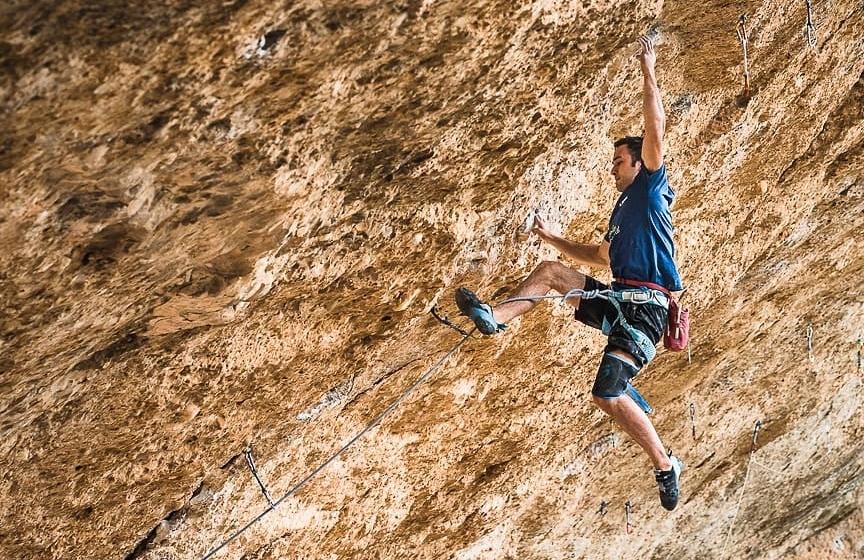 Pau Galofré escalando en Margalef