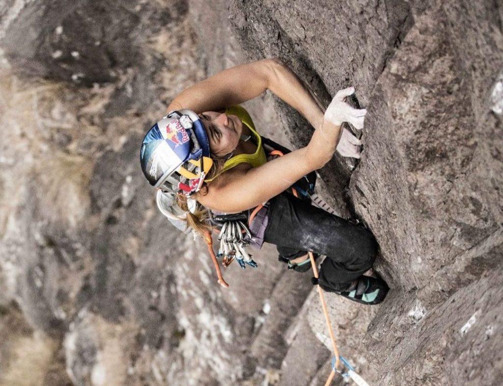 Sasha DiGiulian escalando en El Gigante