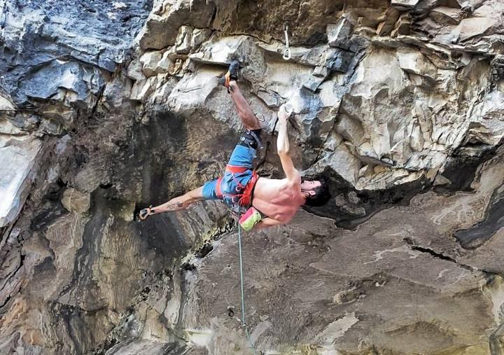 Álex Ventajas escalando en Arco