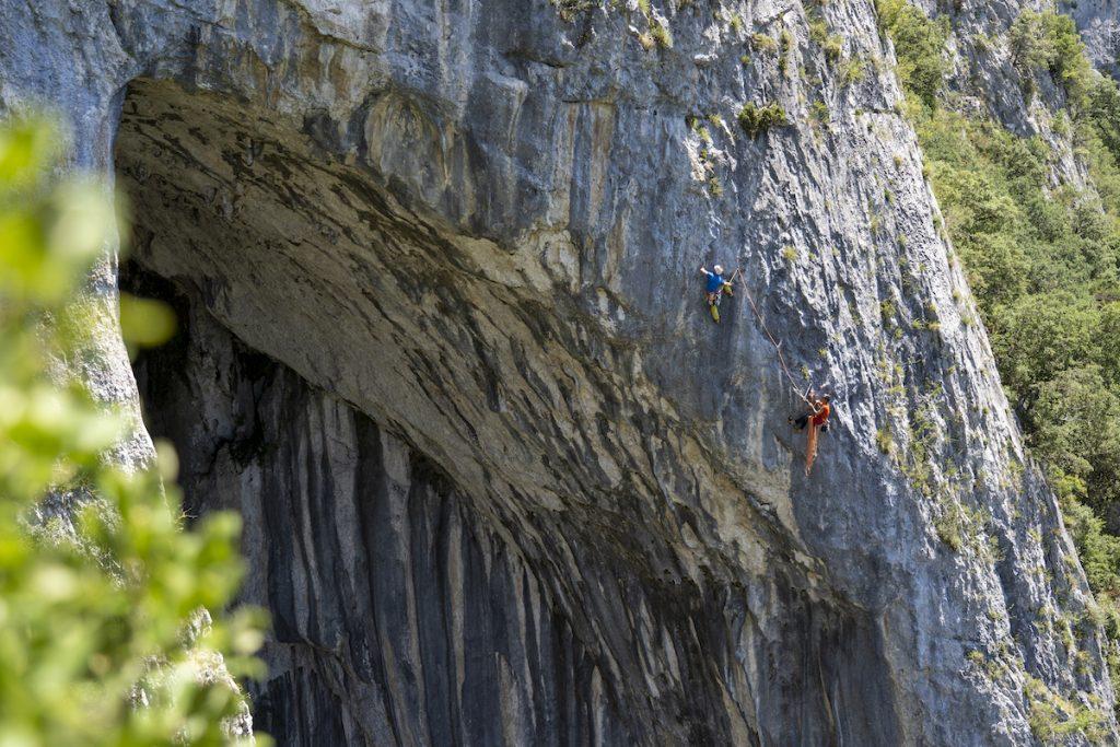 Los hermanos Pou escalando en La Leze