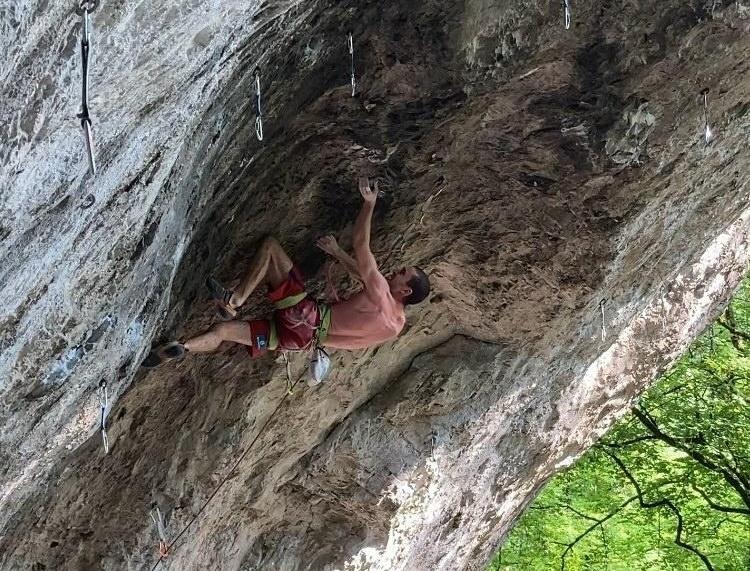 Thomas Salakenos escalando Tatanka
