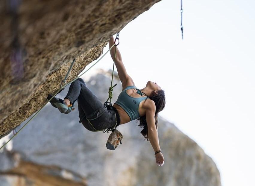Angie Scarth-Johnson escalando en Margalef