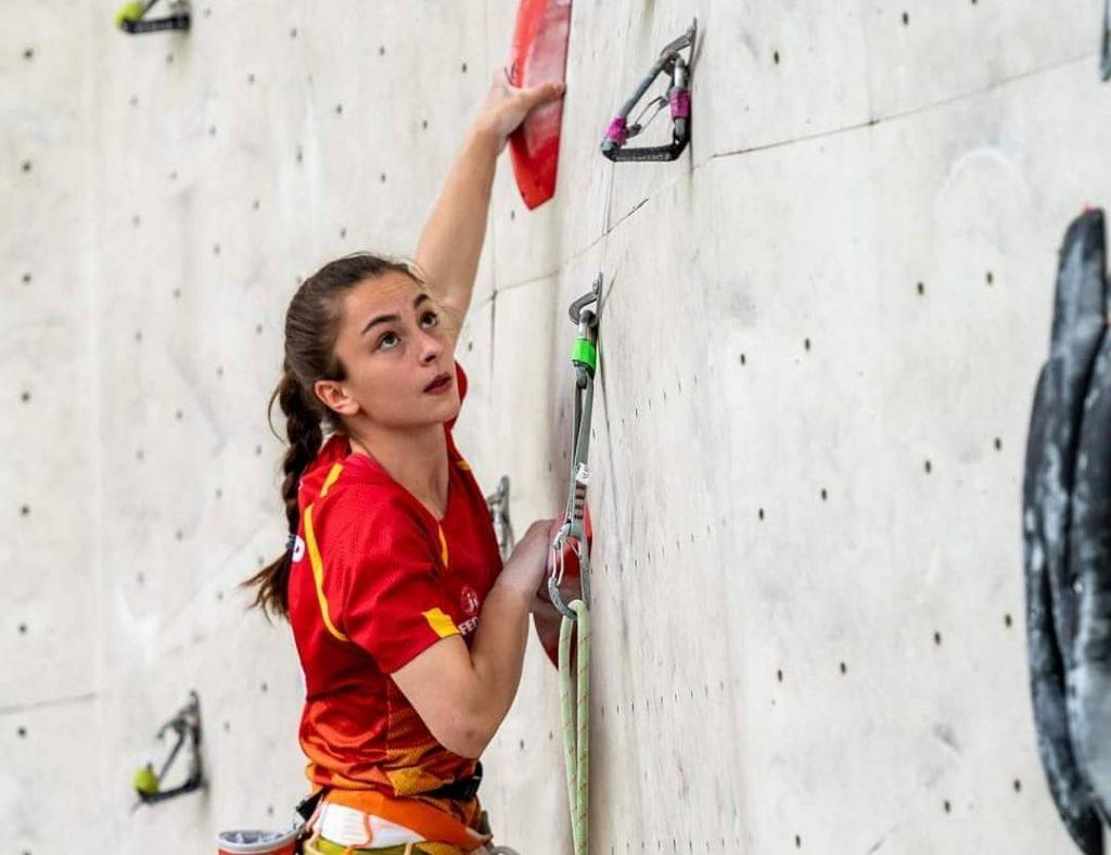 Iziar Martínez escaladora