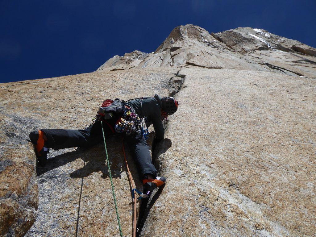 Edu Marín escalando Eternal Flame