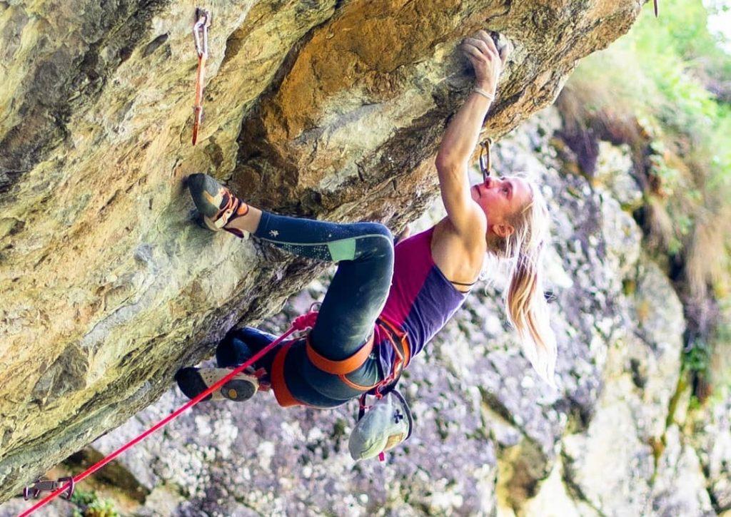 Martina Demmel escalando en Entraygues
