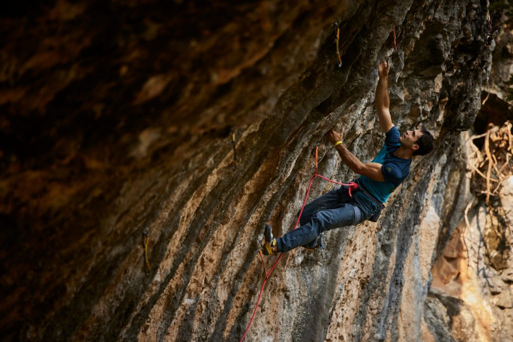 Marcello Bombardi escalando en Rodellar