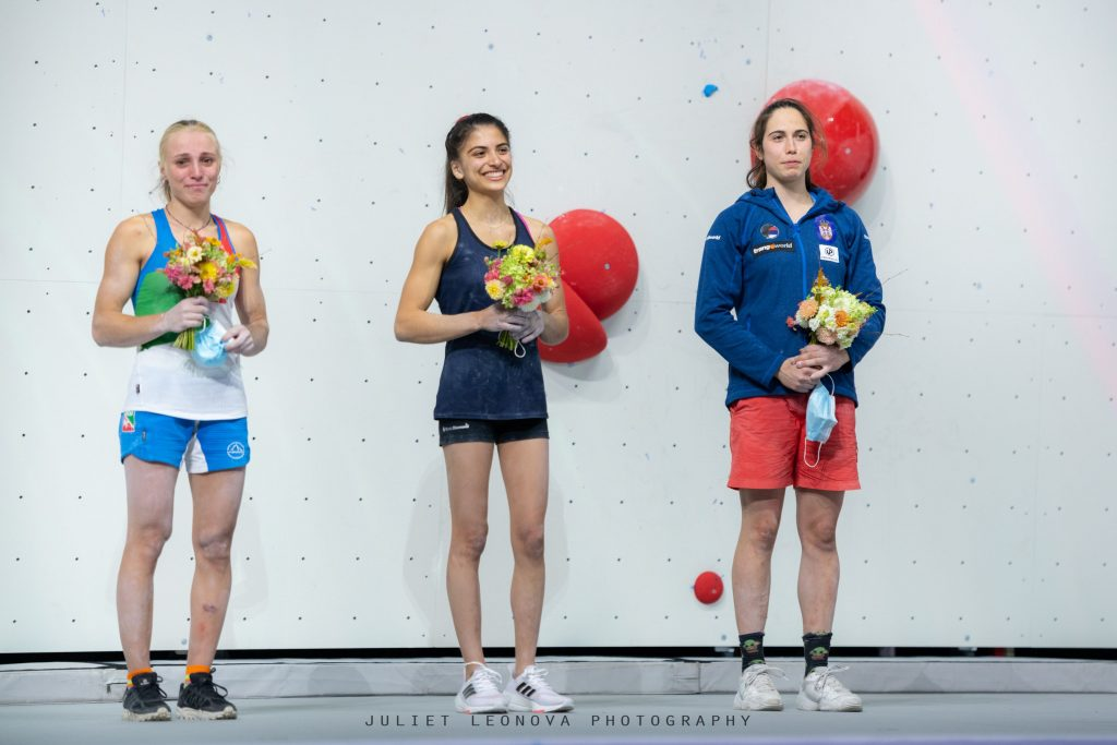 Podio femenino de boulder en Moscú 2021