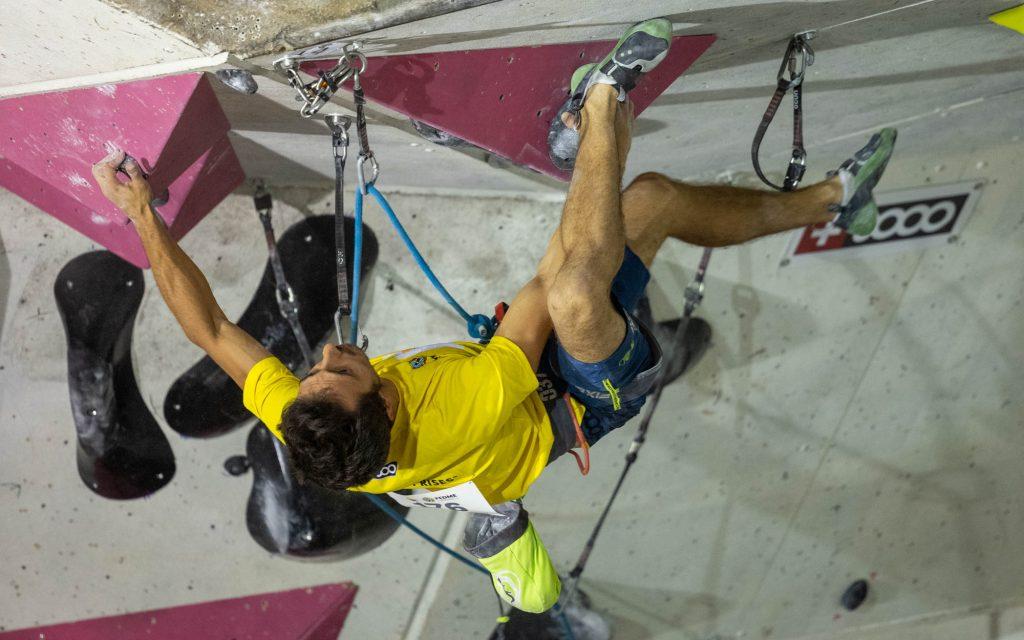 Javi Cano compitiendo en Climbat La Foixarda