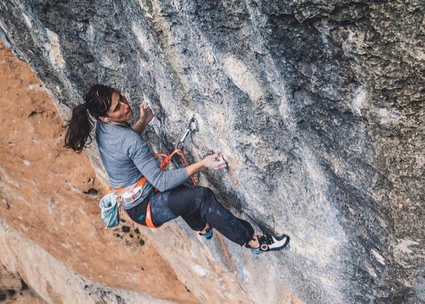 Alizée Dufraisse escalando en Siurana