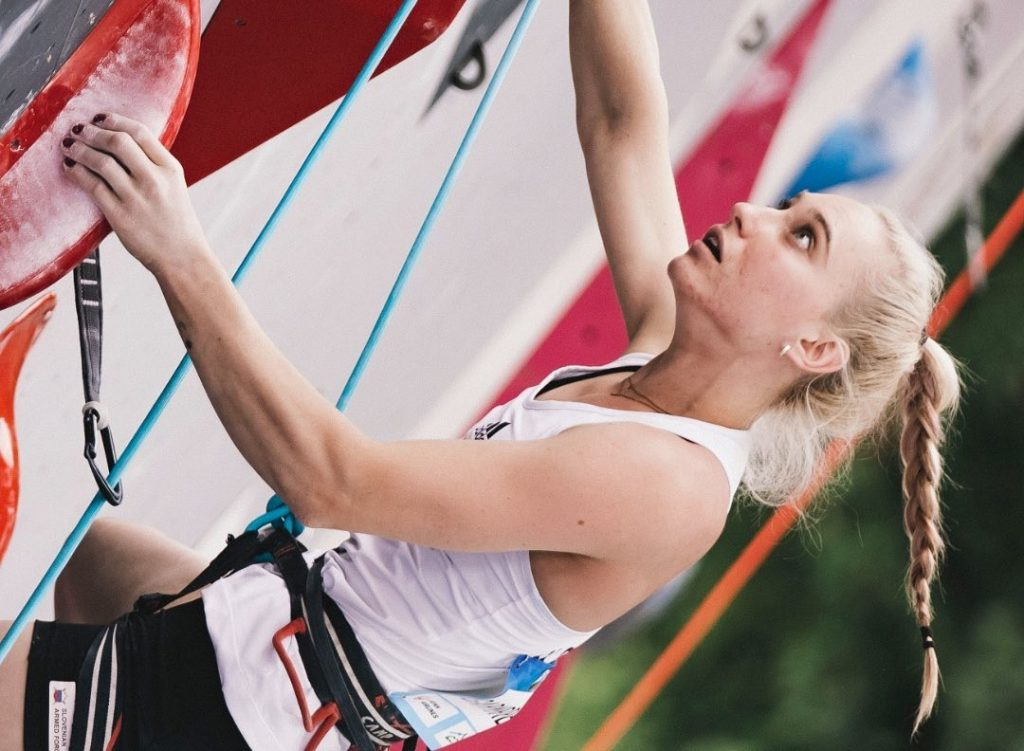 Janja Garnbret competidora de escalada