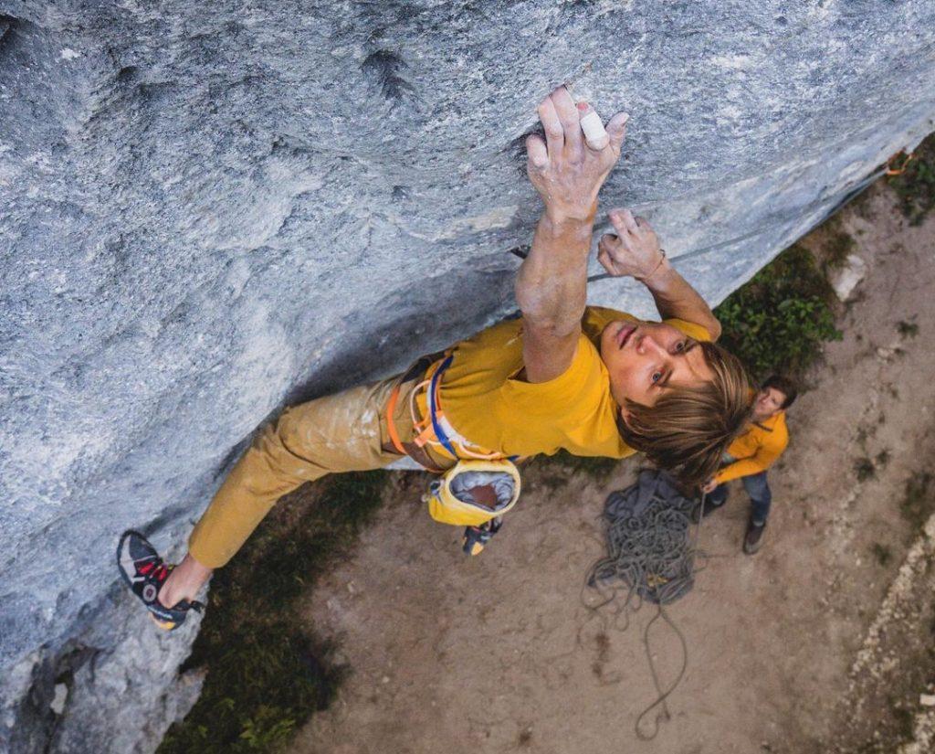 Alex Megos escalando al flash 'Intermezzo XY gelöst'