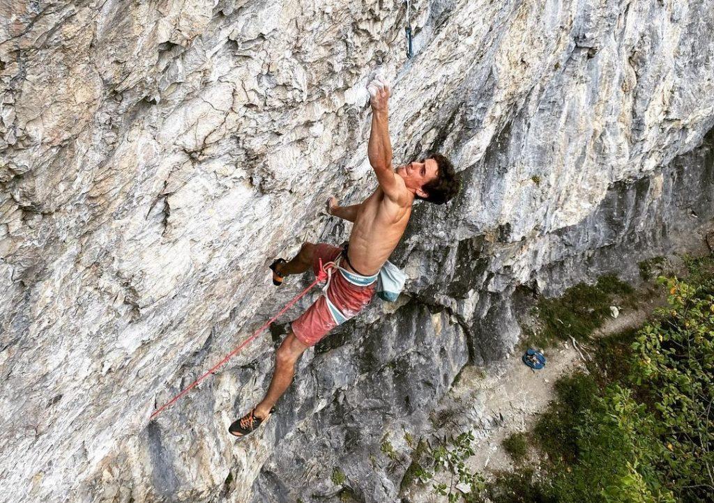 Baptiste Dherbilly escalando Empreintes