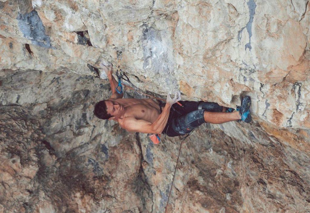 Matty Hong escalando Flex Luthor
