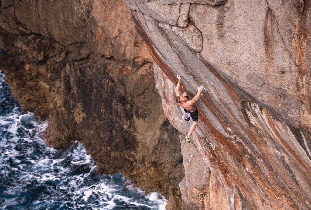 Jakob Schubert haciendo psicobloc en Mallorca